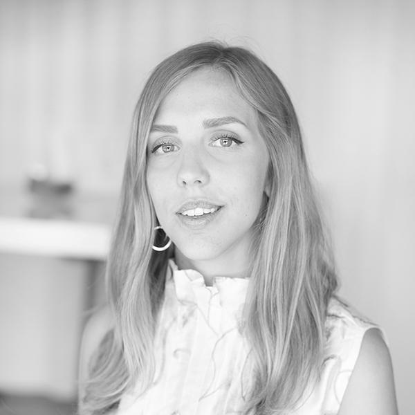 Amanda porträtt svart vit