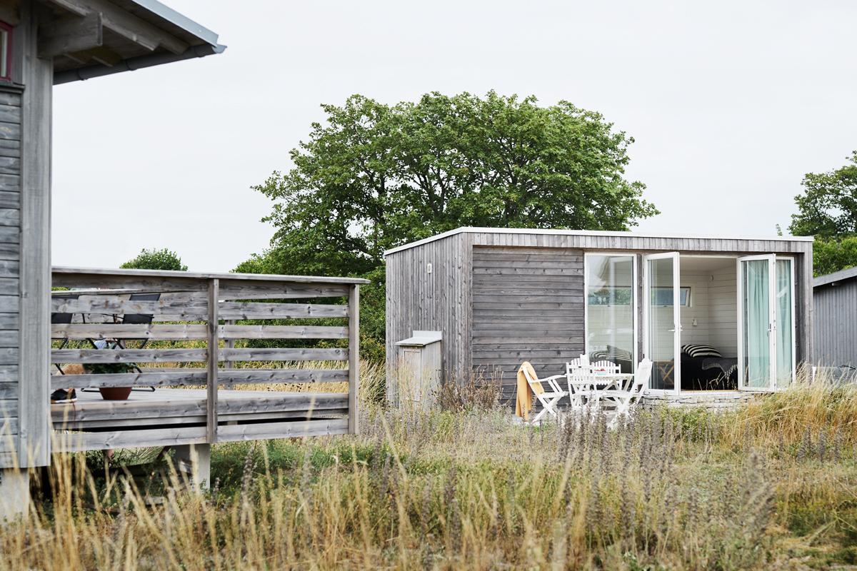 attefallshus med öppning mot naturen