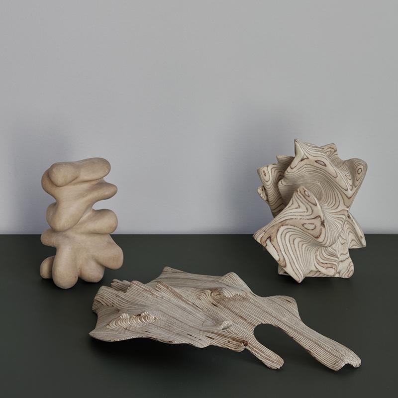 Enkelrum visar utställningen Industrial Driftwood av Ben Graham.